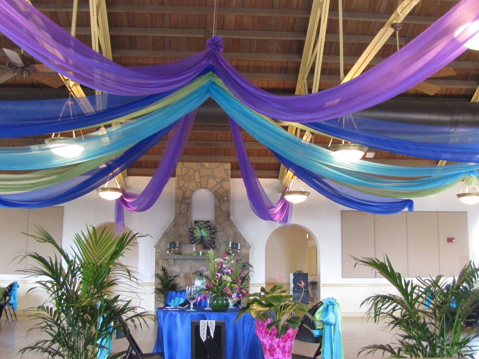 peacock themed party decor | special event decor custom balloon