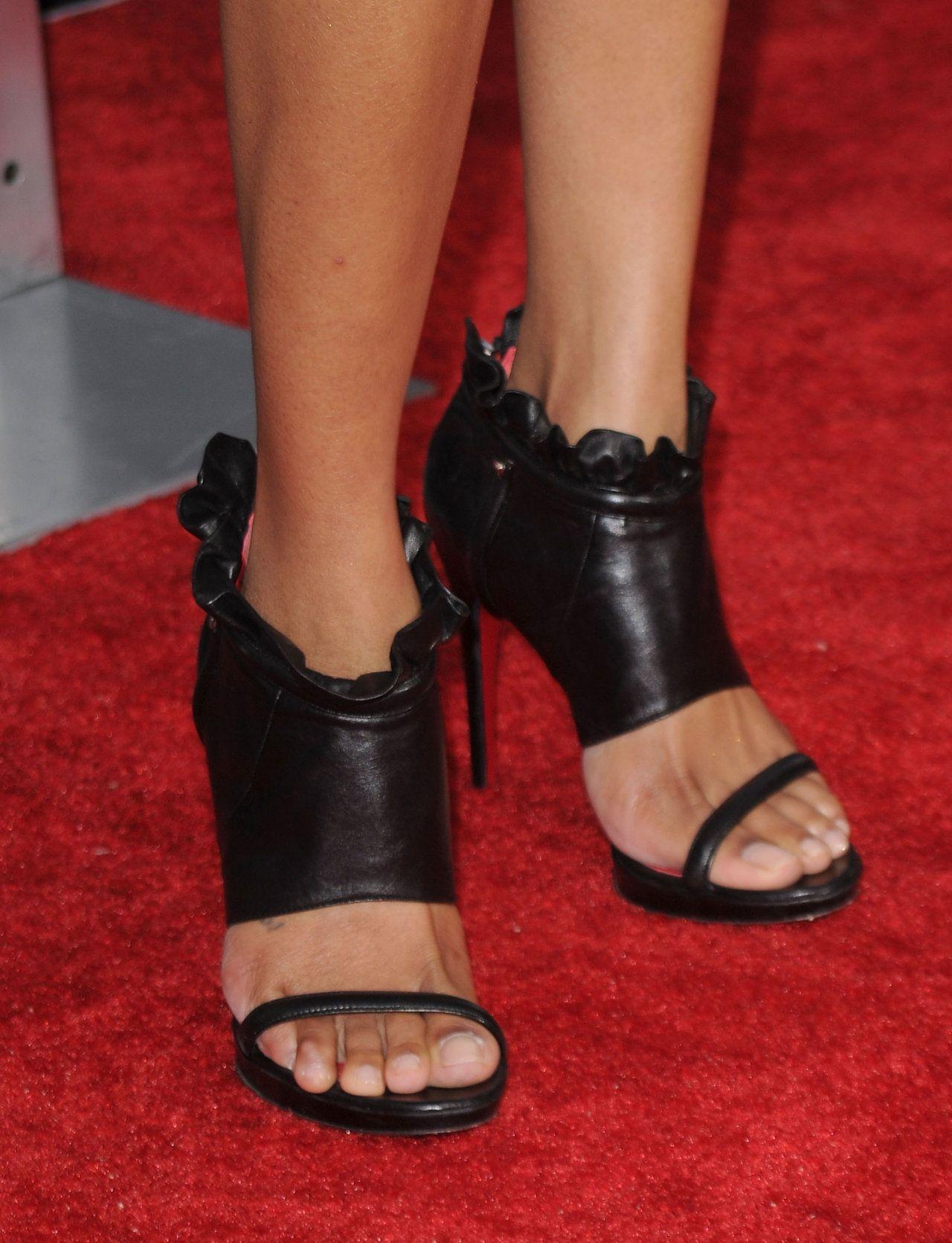 Naomi Campbell Feet Piedi E Scarpe Looks At His Feet