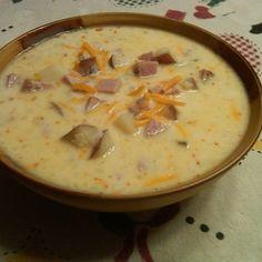 Sonkás burgonyaleves tejszínesen, nagyon fincsi étel és igazán tápláló!