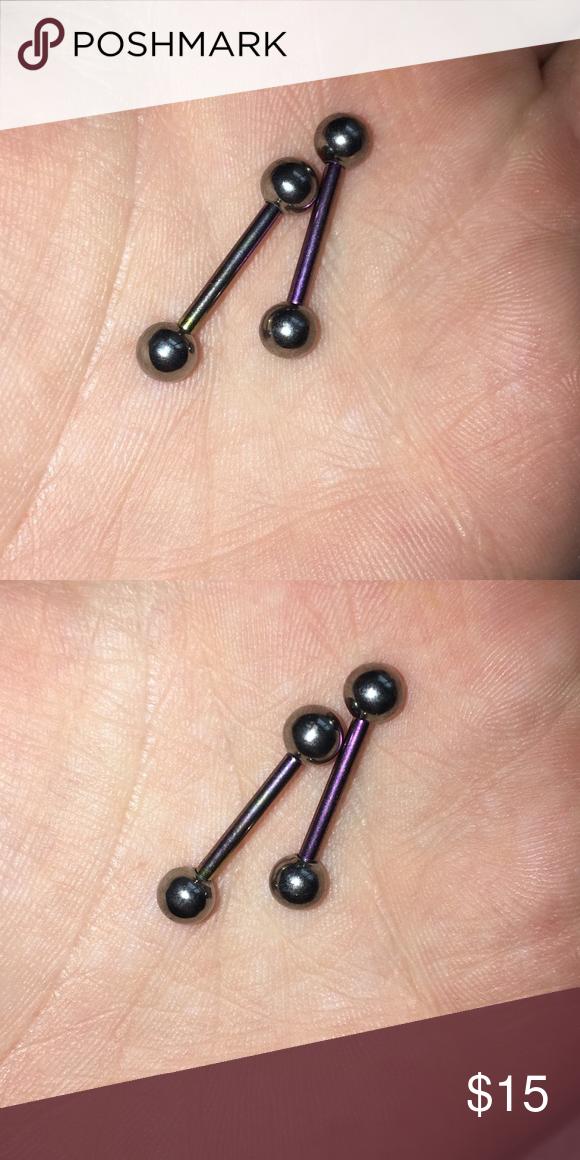 Changing nipple piercing jewelry
