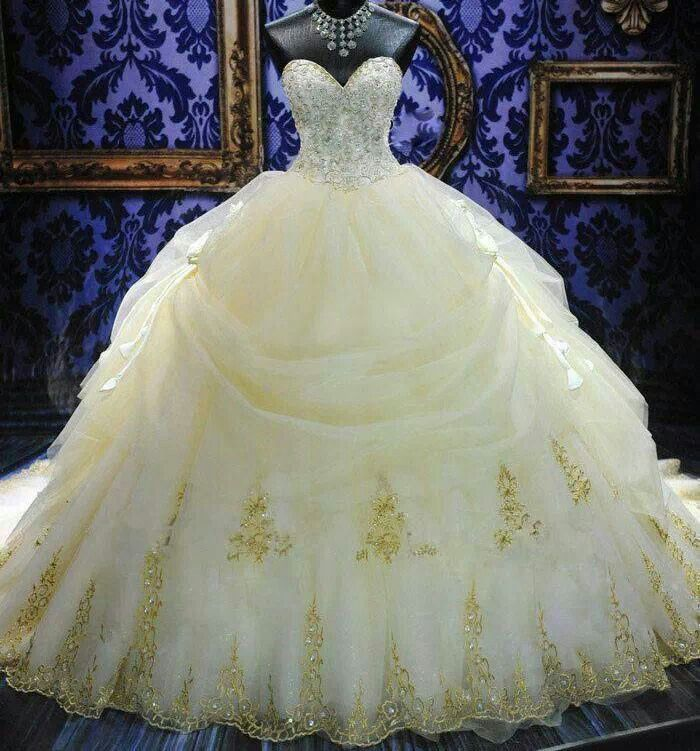 Beautiful Stunning Wedding Gown White With A Gold Design