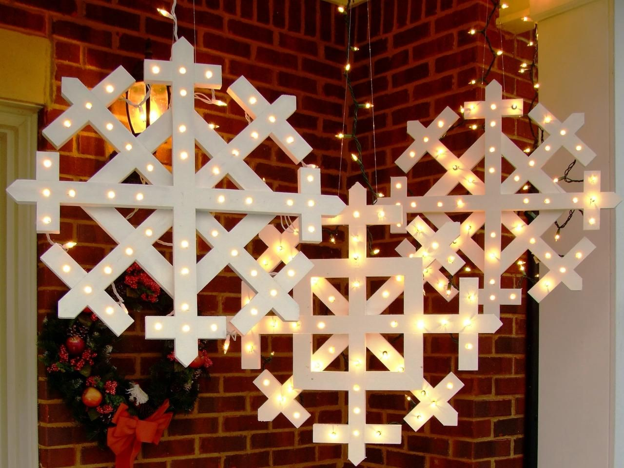 Diy christmas decorations 2014 - How To Make Wooden Snowflakes With Lights Holiday Ideaschristmas Ideasdiy Outdoor Christmas Decorationsdiy