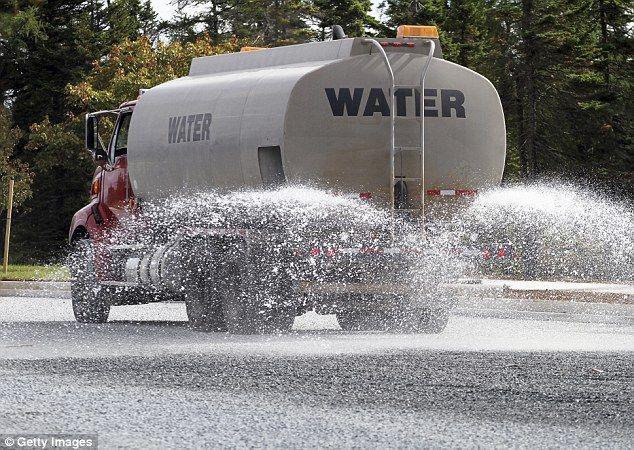 Oprah Winfrey Hires 15k Water Tankers To Hose Her Garden Water Tank Truck Flint Michigan Water Trucks