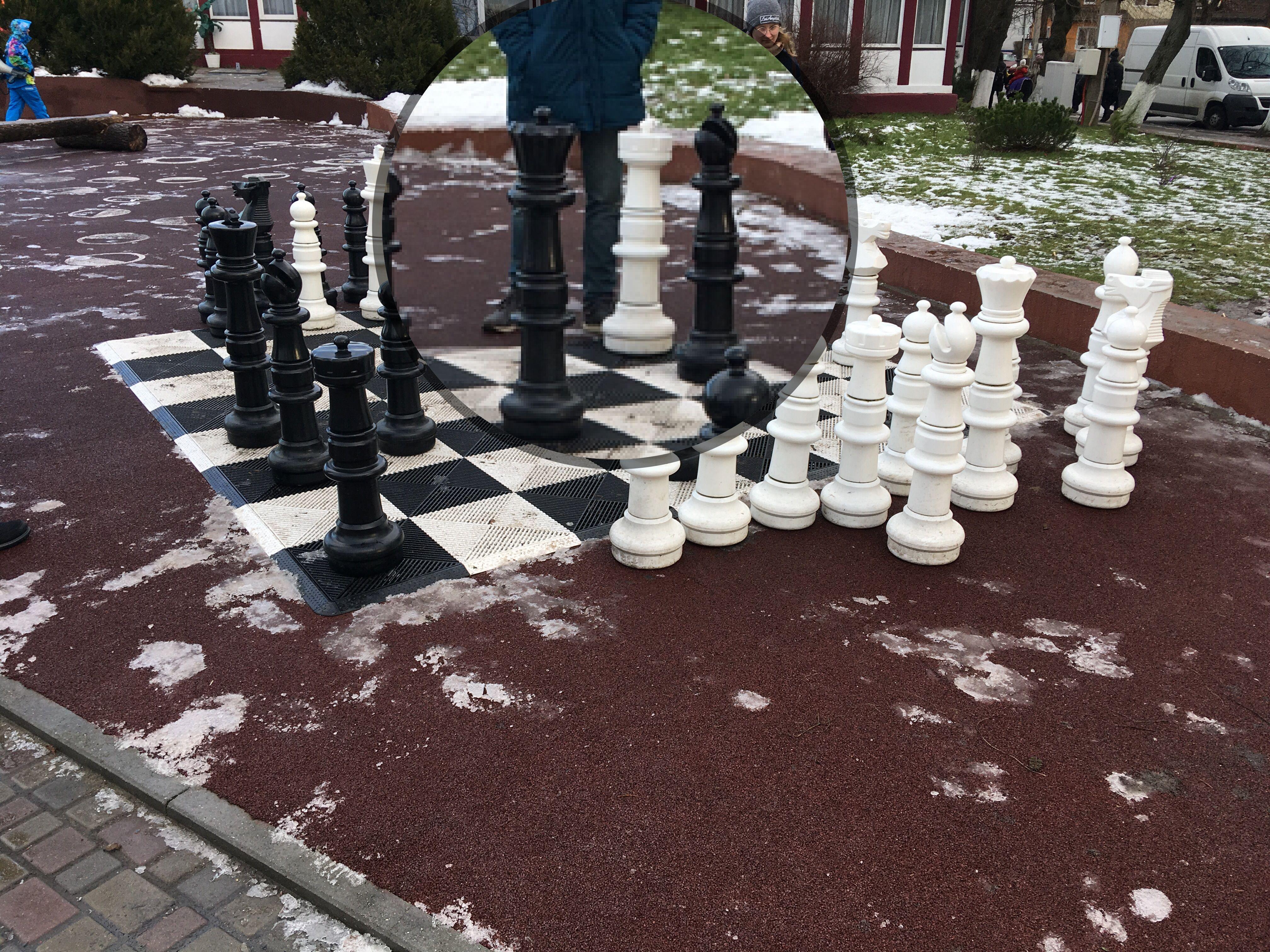 Шахматы в половину человеческого роста