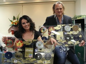 Sarah brightman and frank peterson dating. Dating for one night.
