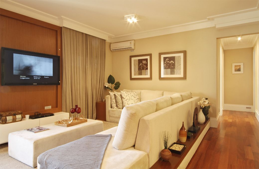 Adesivo Envelopar Geladeira Rj ~ O sofá em suede crú conta também com um aparador acoplado