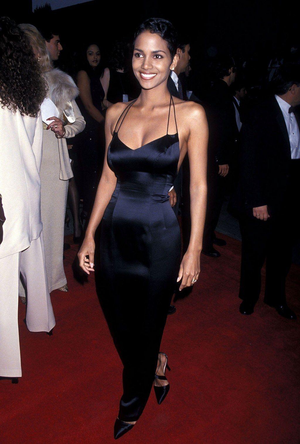 Halle Berry Black Dress Sag Awards 1995 Halle Berry Style Fashion 90s Red Carpet [ 1517 x 1024 Pixel ]
