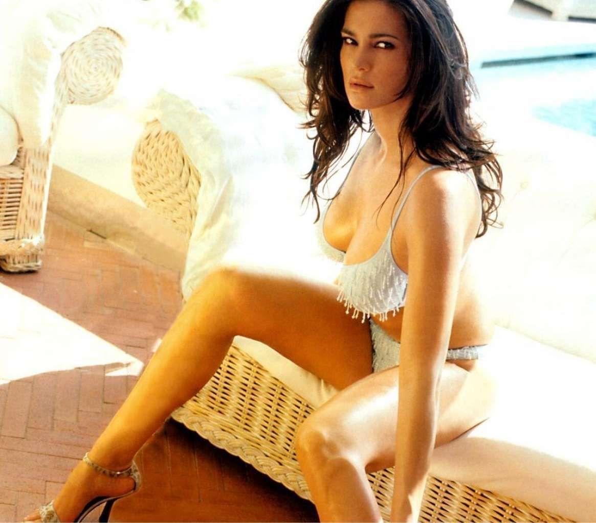 Manuela arcuri italian actress