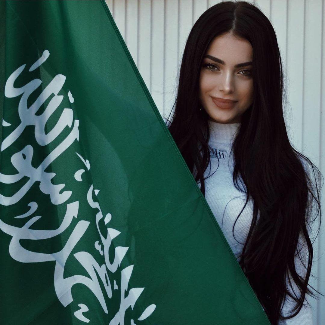 Saudi Arabia Girl Discovered By ℕ𝕦𝕣𝕒𝕒 ฅ ﻌ ฅ Girly Photography Girl Photography Poses Beautiful Girl Image