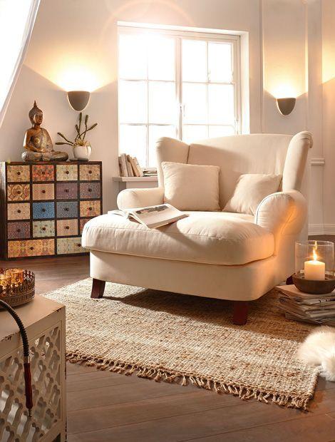 Die typisch asiatische Dekoration fügt sich harmonisch in die Leseecke (Foto: miaVilla, Kollektion 2015) #stoelen