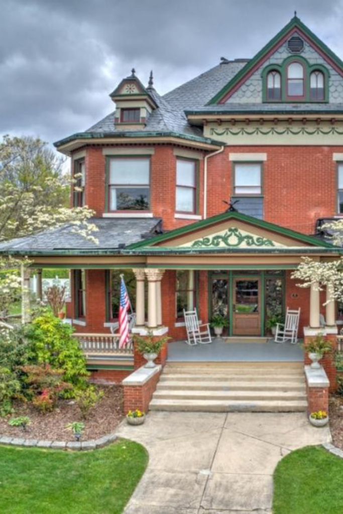 1909 Victorian For Sale In Johnson City Tennessee In 2020 Old Victorian Homes Victoria House Victorian Homes