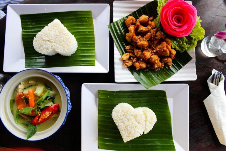 Reiseblog BrinisFashionBook Reiseupdate Thailand Thai Essen Curry Reis Herz food foodporn jummy rice chicken