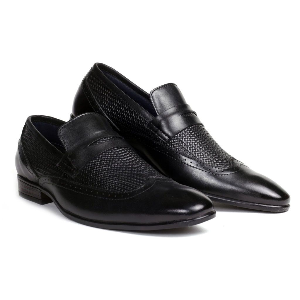 Pierrecardin Presents A Unique Wing Tipped Slipon Crafted With Textured Velvet Crust Leather This Slip On Is A Stun Dress Shoes Men Black Shoes Men Shoes [ 1024 x 1024 Pixel ]