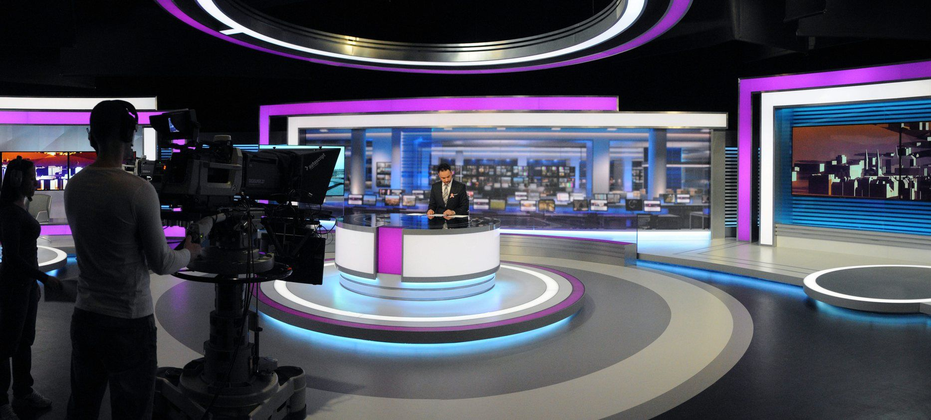 Television news amateur pictures and video