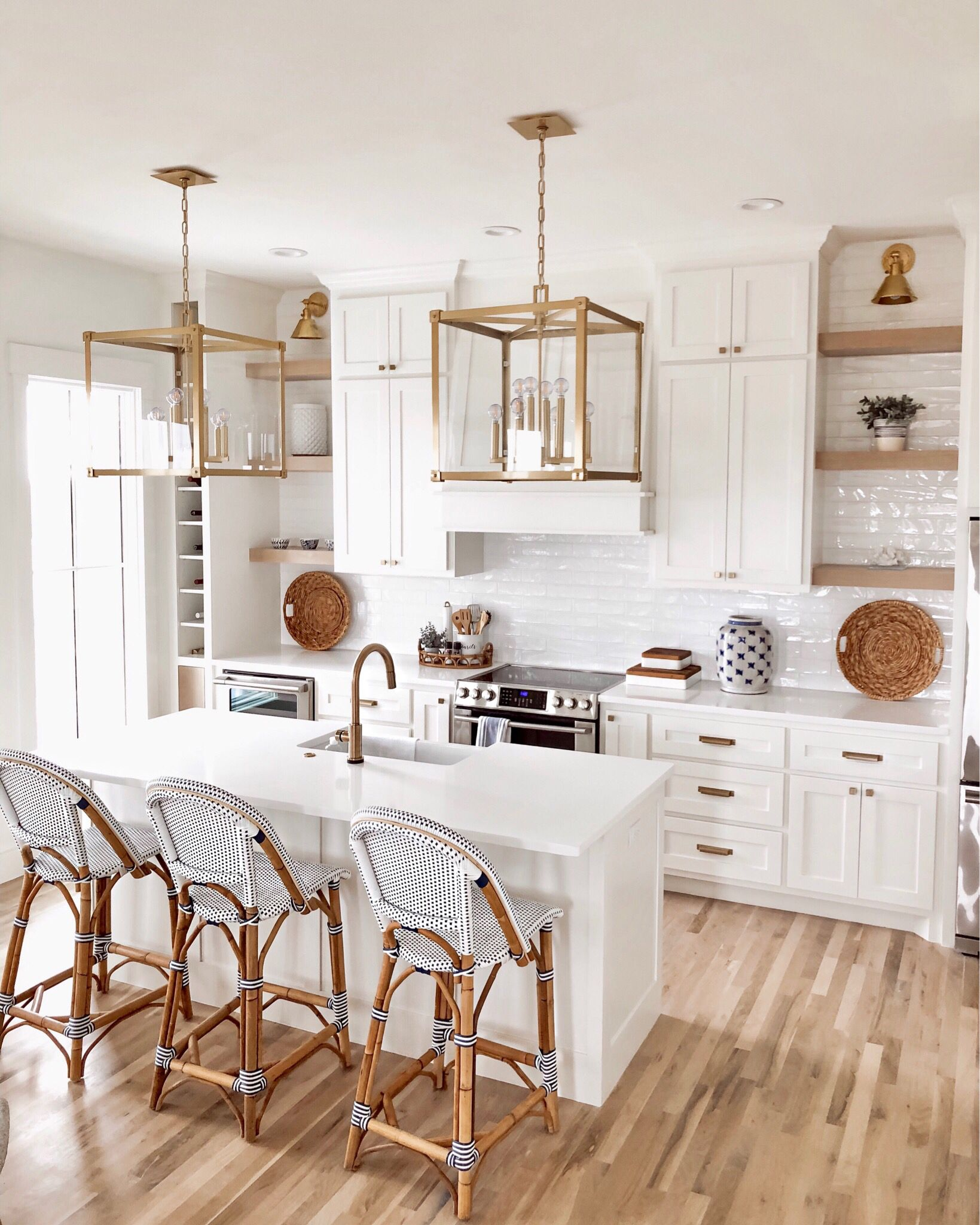 Gorgeous coastal white kitchen decorated with blue accents ...