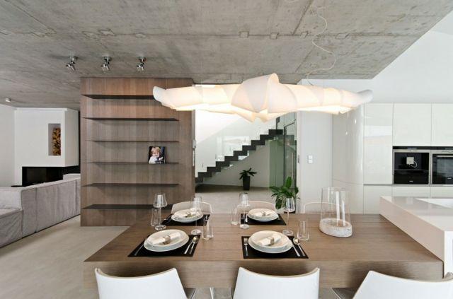 aufteilen Wandregal Holz Esstisch Pendelleuchte Sichtbeton Decke ...