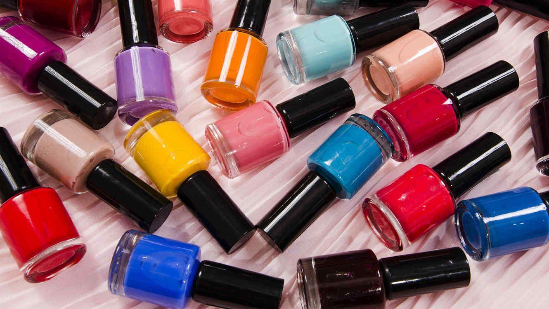 esmaltes de muchos colores en una mesa | INTERESANTE | Pinterest ...