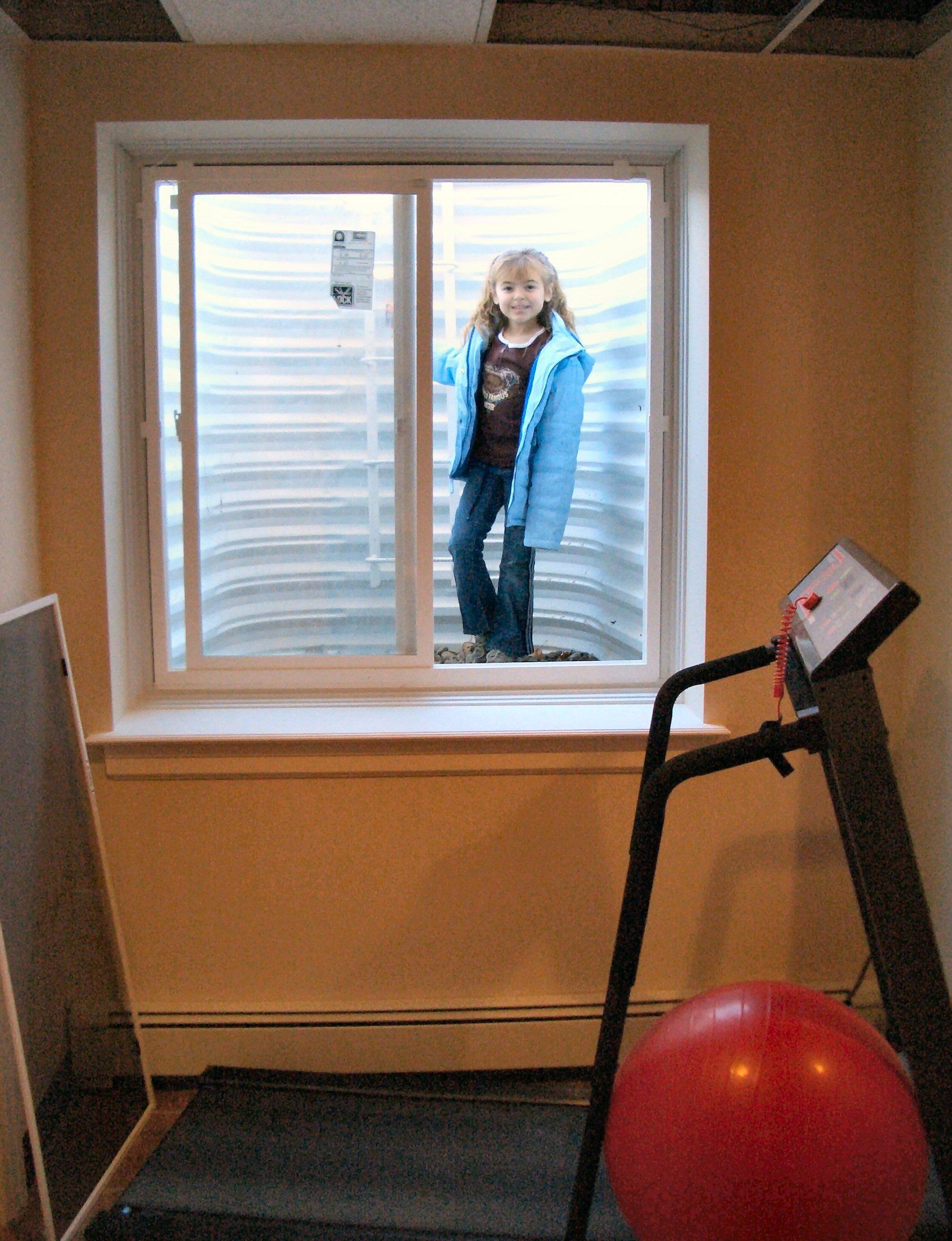 Egress window requirements basement renovation for Egress window requirements for bedroom