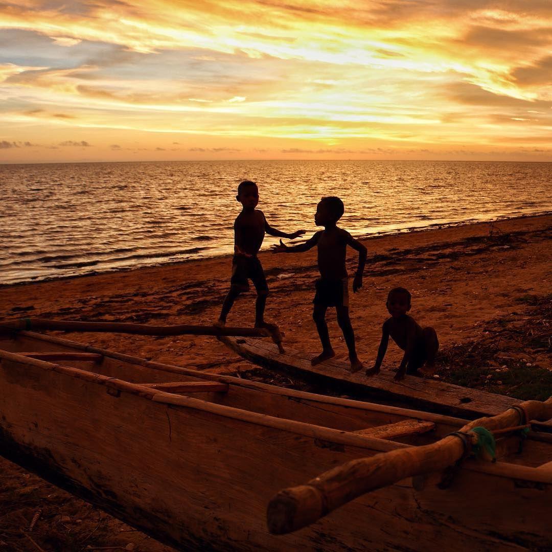 Los niños de #Ankilibe, al sur de #Madagascar, no tienen play ni filtros de instagram. febrero 2015 #MadagascarSinewan #AfricaSinewan