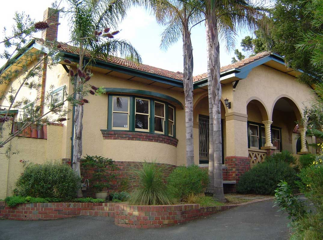 California Bungalow Victoria S Colonial Bungalow Fling: Spanish Mission Style Homes With Dark Cream Paint Color