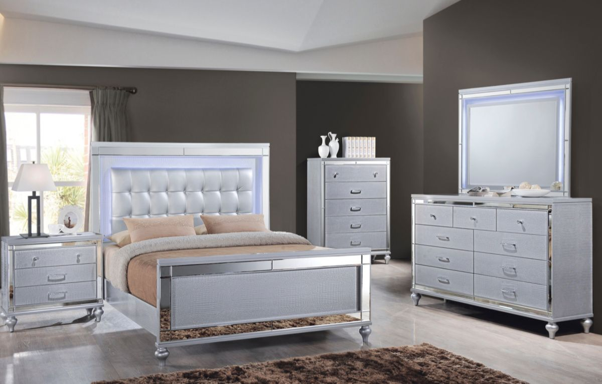 The Valentino 4 Piece King Bedroom Set Is Every Modern Girl S Dream With Mirrored Finishes White Gat New Classic Furniture Bedroom Furniture Sets Bedroom Set