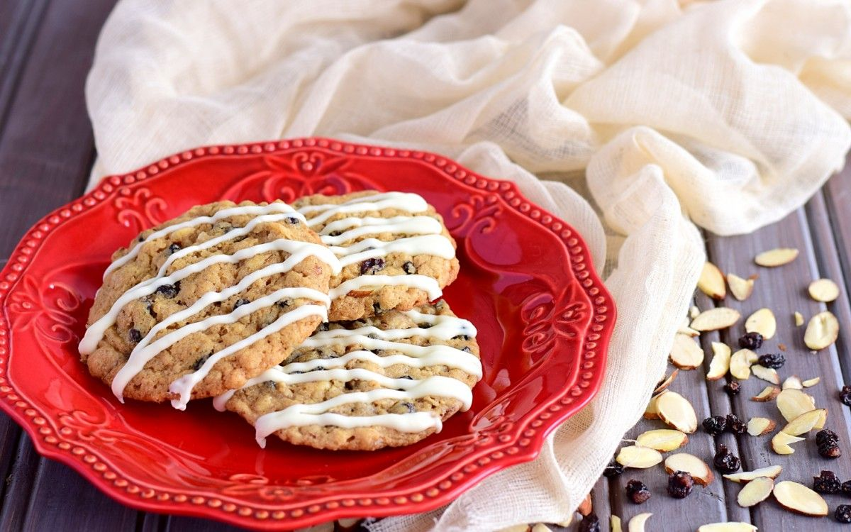 White Chocolate Drizzled Spice & Currant Cookies