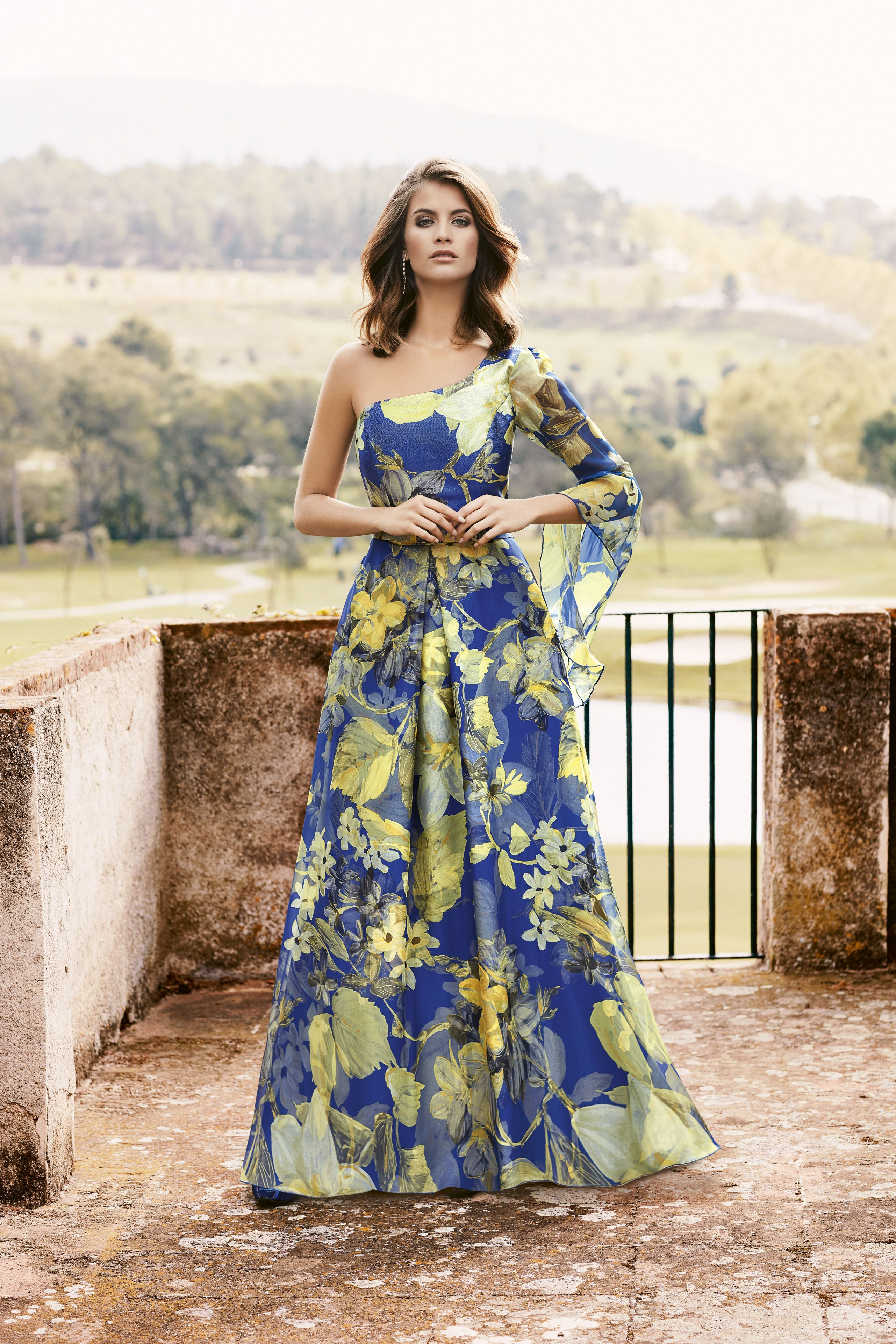 f755008a9 Nati Jimenez 2018 Modelo 746 Vestidos de madrina para este 2018 diferentes  . Vestido estampado de gasa