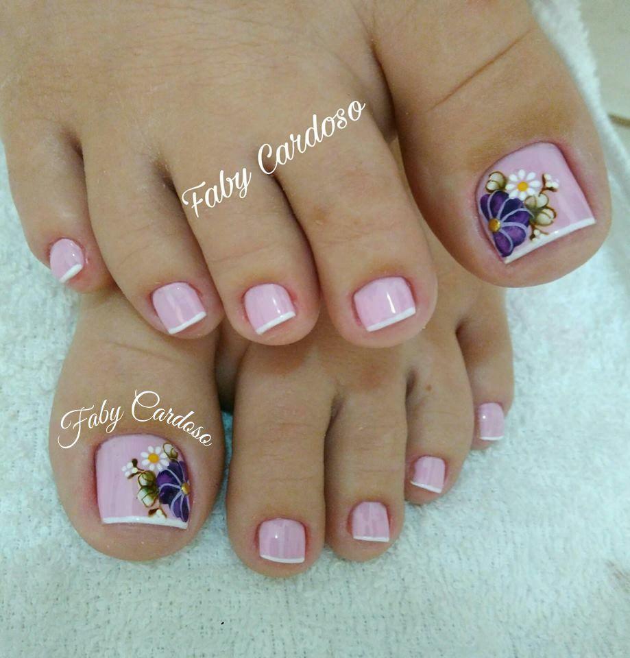 Unhas decoradas para pés flores roxo