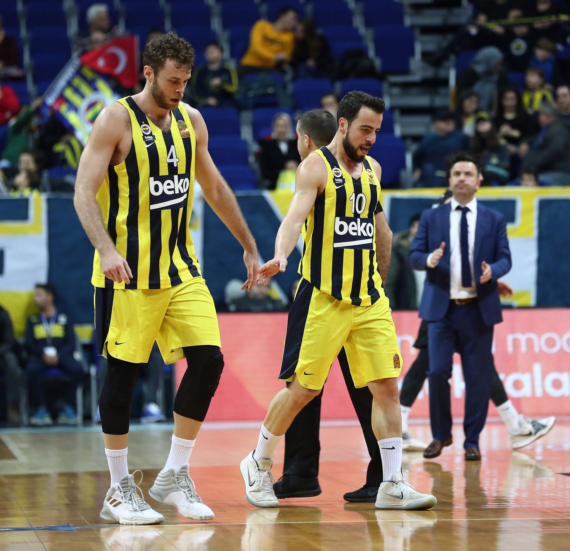 4 Nicola Melli (PF) and cap #10 Melih Mahmutoğlu (SG)