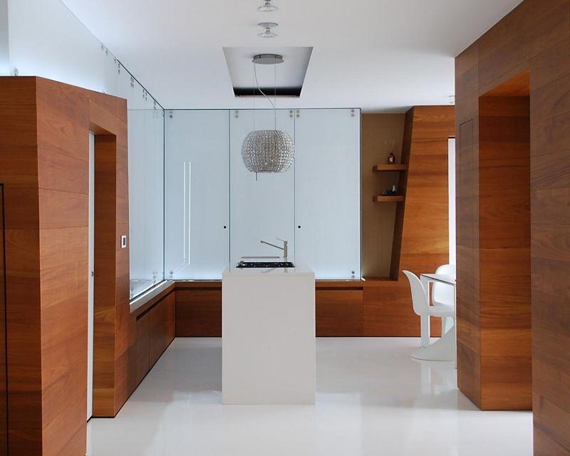 Glamouröse Küche mit Abzugshaube mit Kristall verziert ...