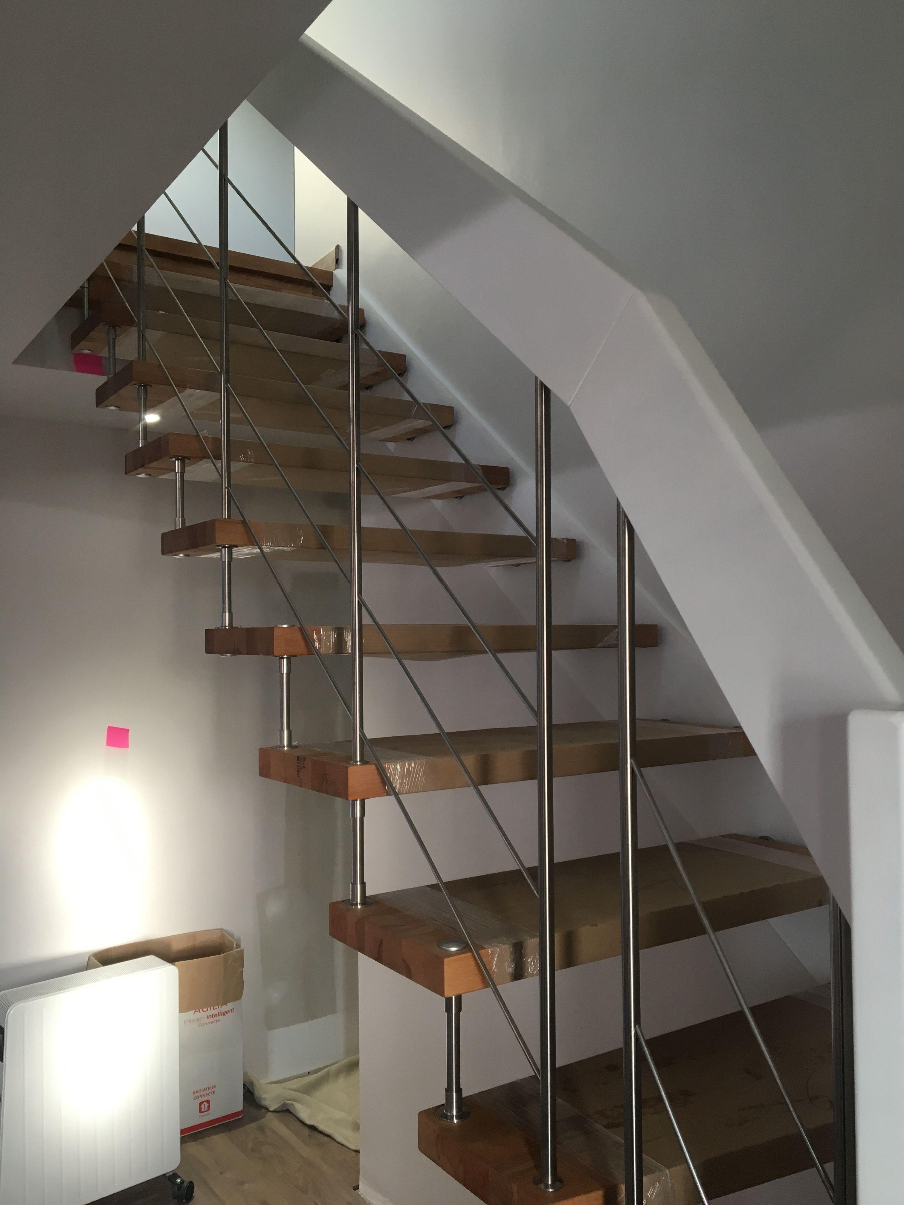 Escalier A Marches Suspendues Nova R6 Avec Main Courante Blanche