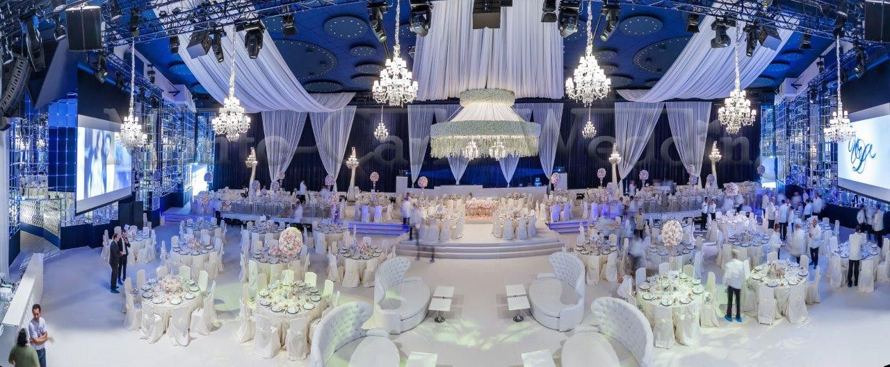 Oppulent wedding dinner decor in Monaco. Wedding by Monte-Carlo Weddings.