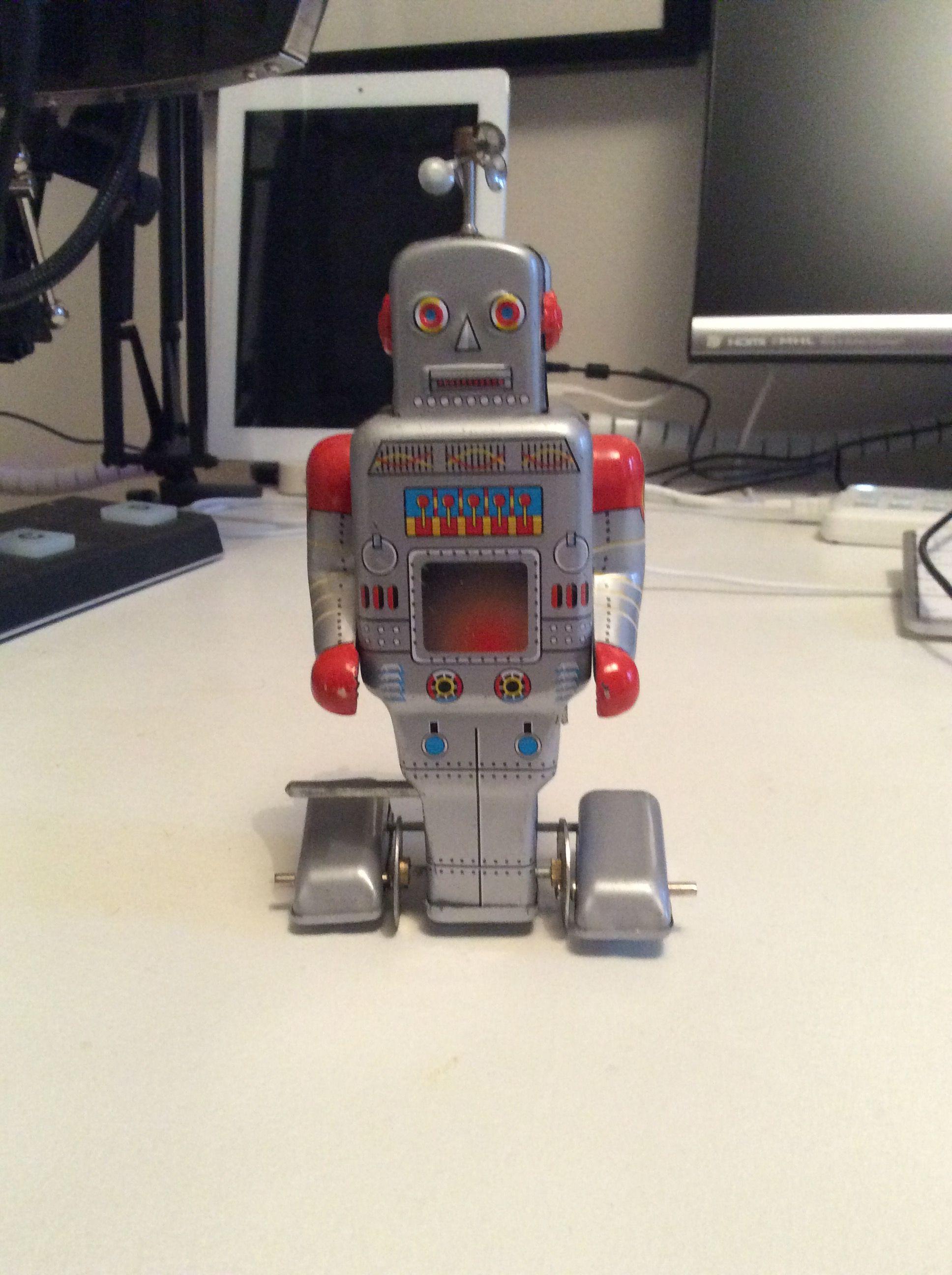 Blixa Robot er opkaldt efter hans ynglingsmusikker, Blixa Bargeld fra Einstürzende Neubauten.