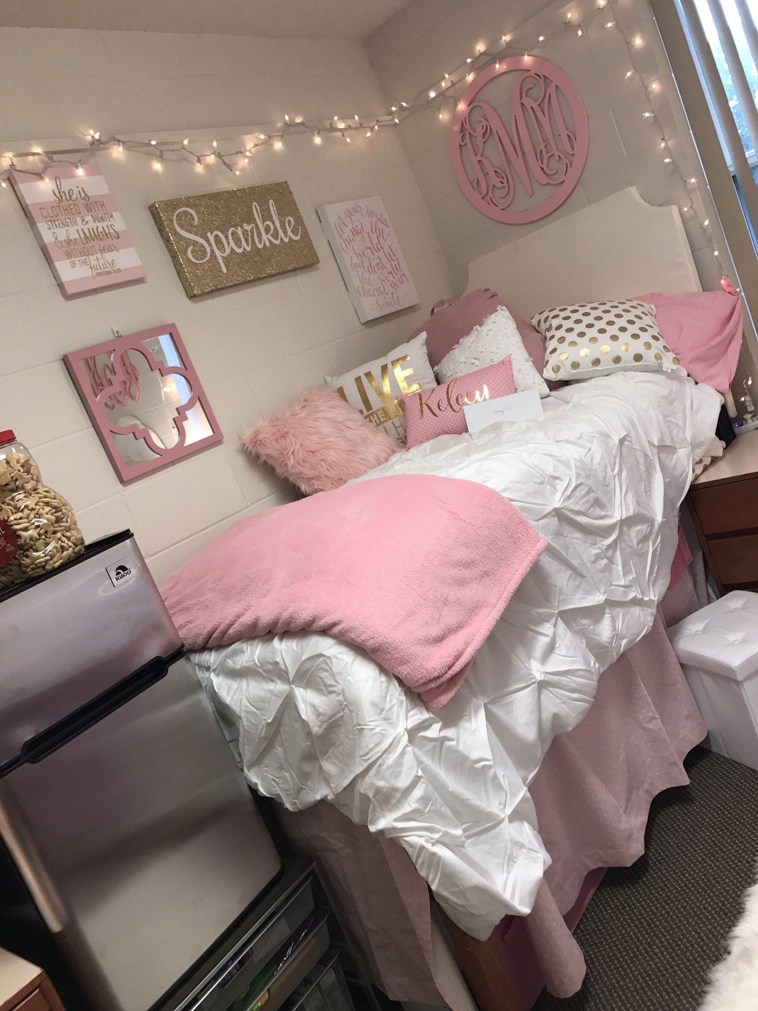 Enjoyable P I N T E R E S T Wavykiara Princesses Bedrooms Home Interior And Landscaping Ferensignezvosmurscom