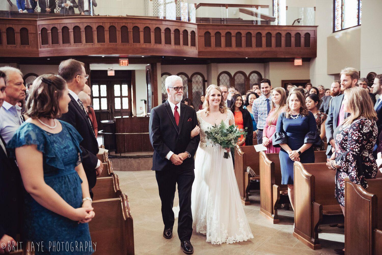 Fun Modern Wedding At The University Of Dayton Ohio Wedding Photography In 2020 Ohio Wedding Dayton Weddings Wedding Modern