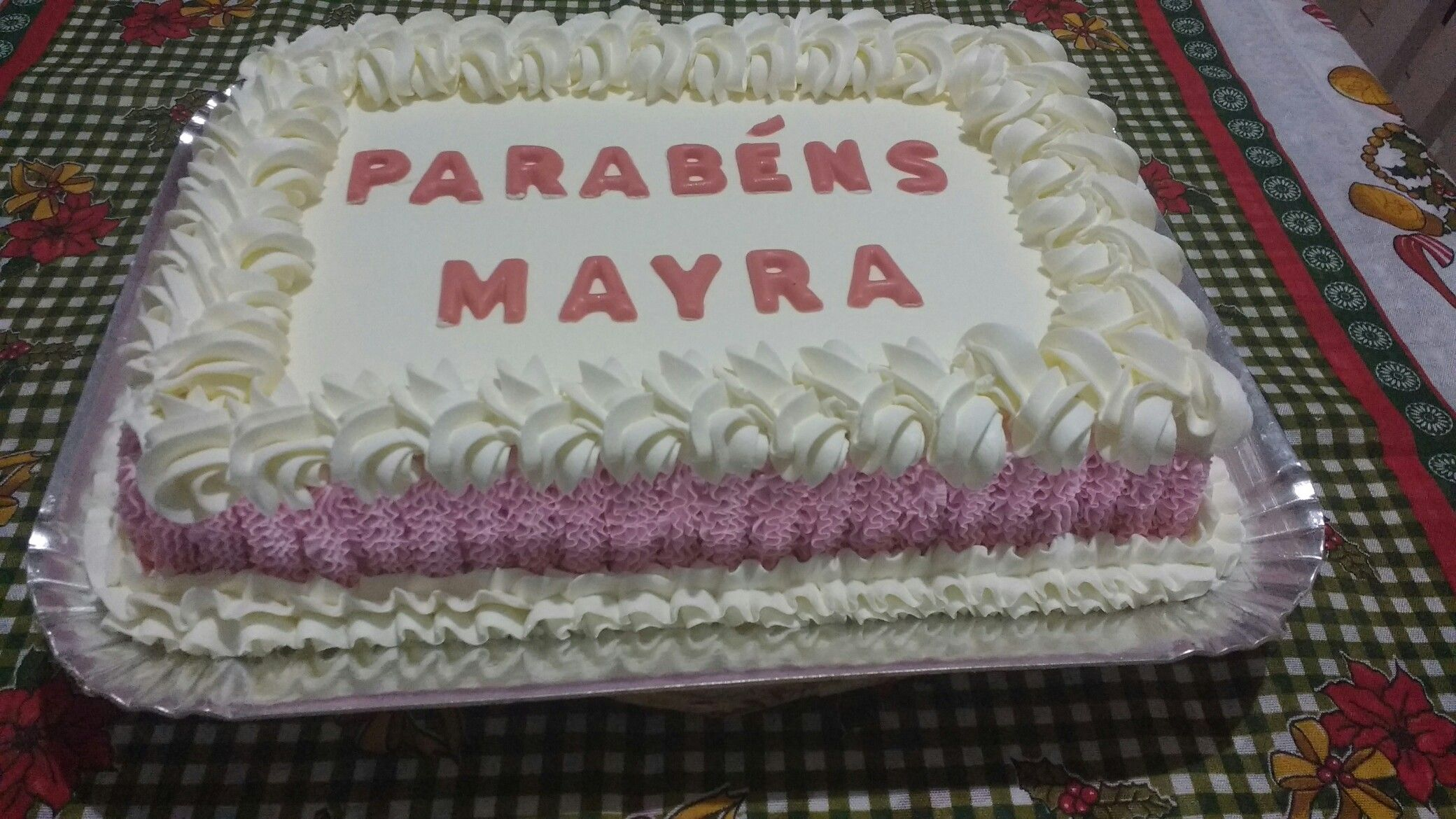 Bolo Decorado Com Chantilly Branco E Rosa Com Letras Em Chocolate