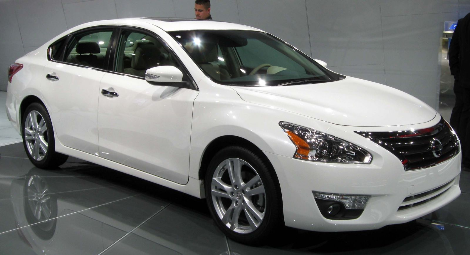 Nissan Recalls One Million Vehicles Globally Software Glitch Reported Nissan Altima Best Family Cars Nissan
