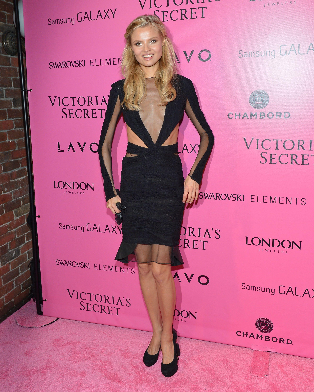 Magdalena Frackowiak - Victoria\'s Secret Fashion Show 2012 ...