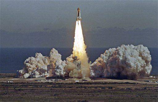 space shuttle challenger | cabin+ space shuttle Challenger Space Shuttle Challenger Space+shuttle ...