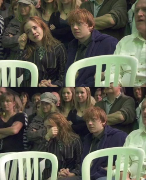 Harry Potter behind the scenes on the last day of filming: Emma and Rupert holding hands. Precious. This picture makes me cry, Their faces are so sad... Saying goodbye after so many years together..Thanks J.K. Rowling for giving them and all of us those years...