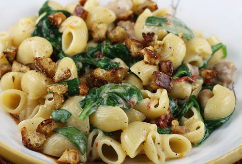 Pasta with Mascarpone, Chicken, Sun-dried Tomatoes, and Spinach- yum!