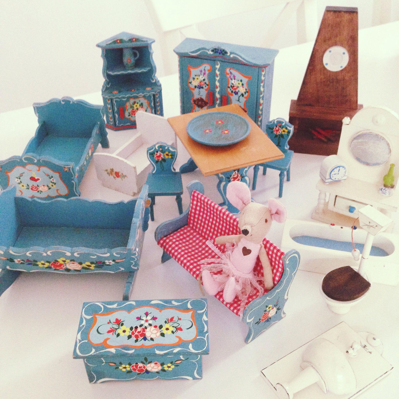 1930's Dora Kuhn vintage dolls house furniture