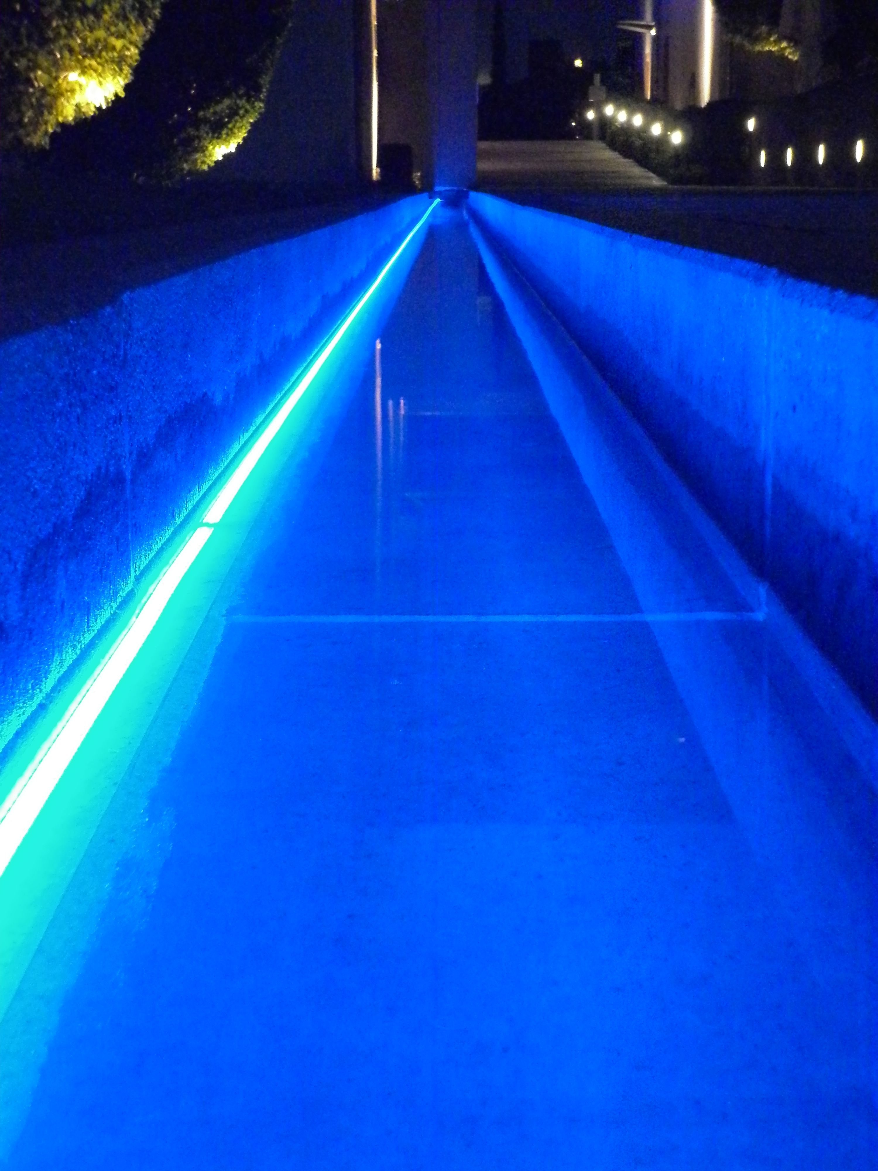 Linear pool lighting with Barthelme underwater LED strips in ...