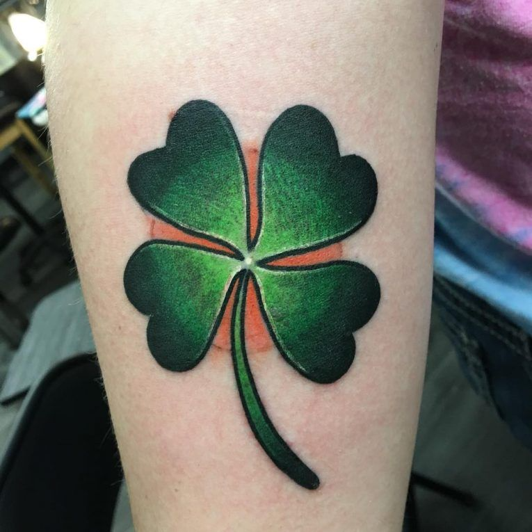 Tatuaje De Trébol De 4 Hojas Ideas Para Atraer La Buena Suerte Tatuajes De Trébol Tatuajes Trebol 4 Hojas Trebol