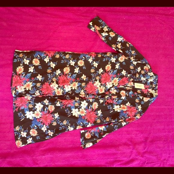 NWT Forever 21 Kimono! Floral print kimono. Brand new and never worn. In great condition! Forever 21 Other