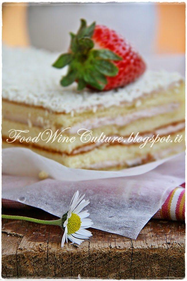 cake strawberry ready to cut#Freddi #