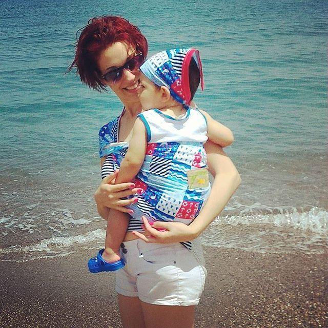 #ilmondodizoe #tabitaisland #genitoricanguro #babywearing #oraportareècool  Noi al mare.