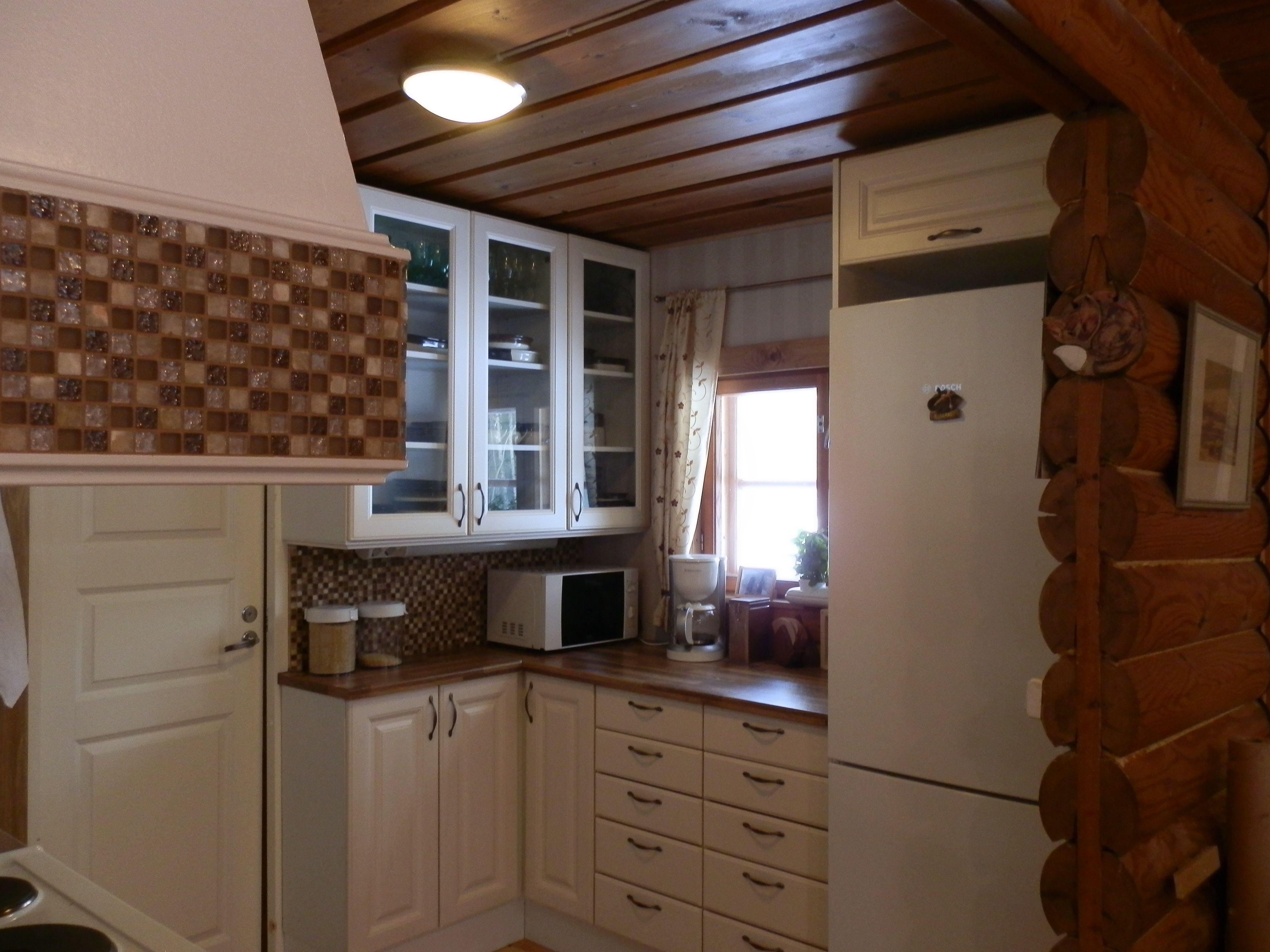 Keittiöremontti valmis, ikkunaseinä