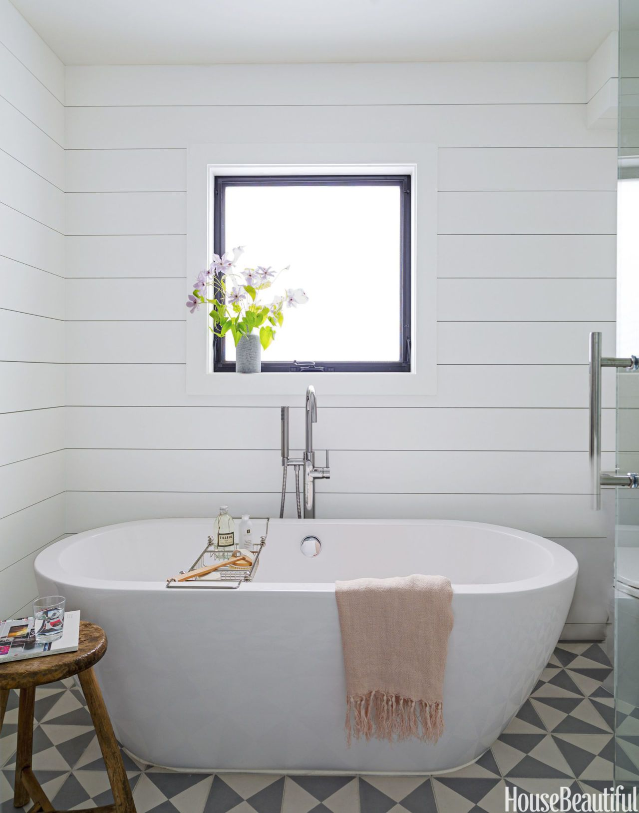 Reach a Zen State in This Beachside Cottage Bathroom