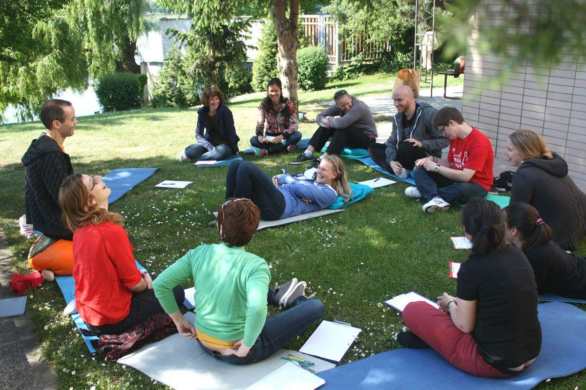Iván Gómez está dirigiendo un año más el campamento terapéutico para niños y adolescentes que han sufrido pérdidas importantes en sus vidas organizado por la ONG Plamienok en Orava (Eslovaquia) http://www.crecimientoemocional.org/blog/campamento-terapeutico-tras-la-perdida-para-ninos-y-adolescentes-eslovaquia/